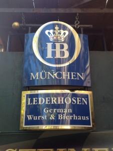Gern gegessen und getrunken: Wurst und Bier aus Germany.
