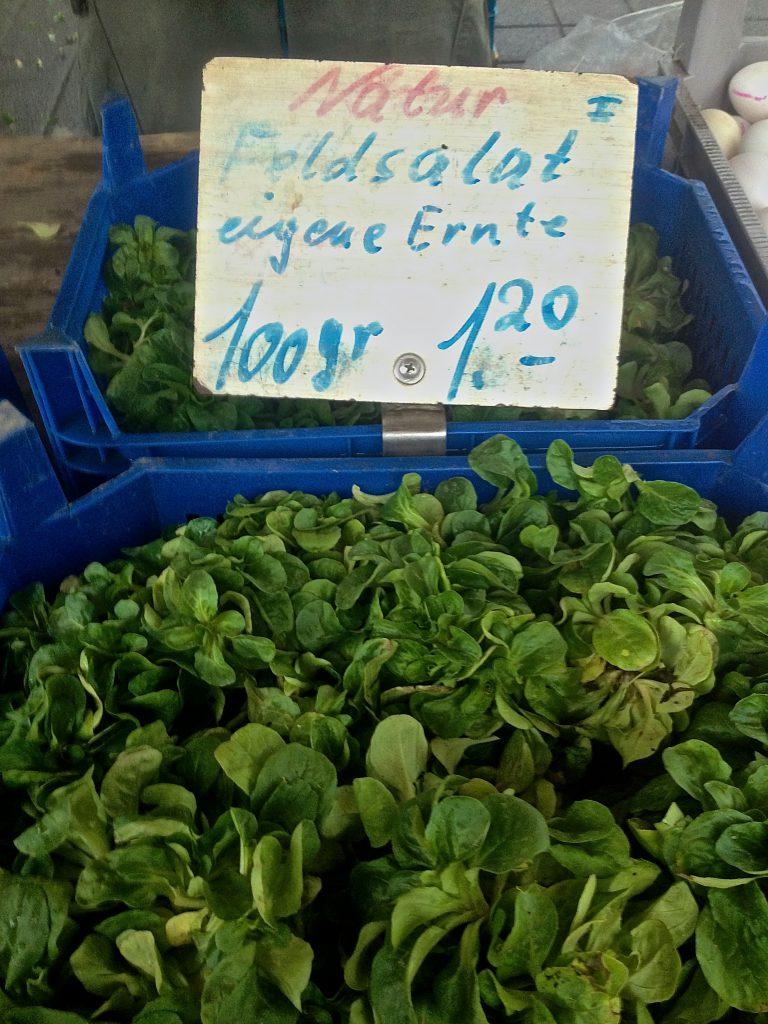 Feldsalat auf dem Wochenmarkt (Copyright: wilderwegesrand.de)