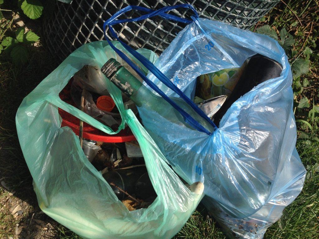 Müll am Straßenrand (Copyright: wilderwegesrand.de)